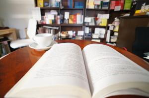book-cup-shelve