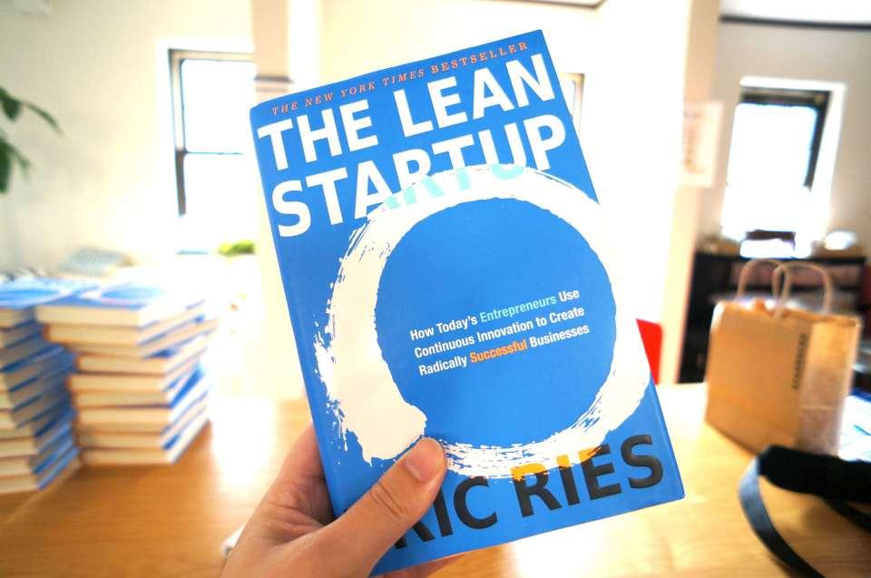 lean-startup-hand