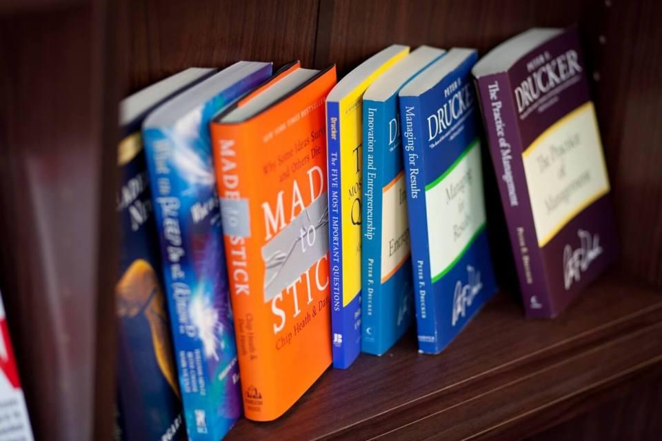 book-shelf-drucker